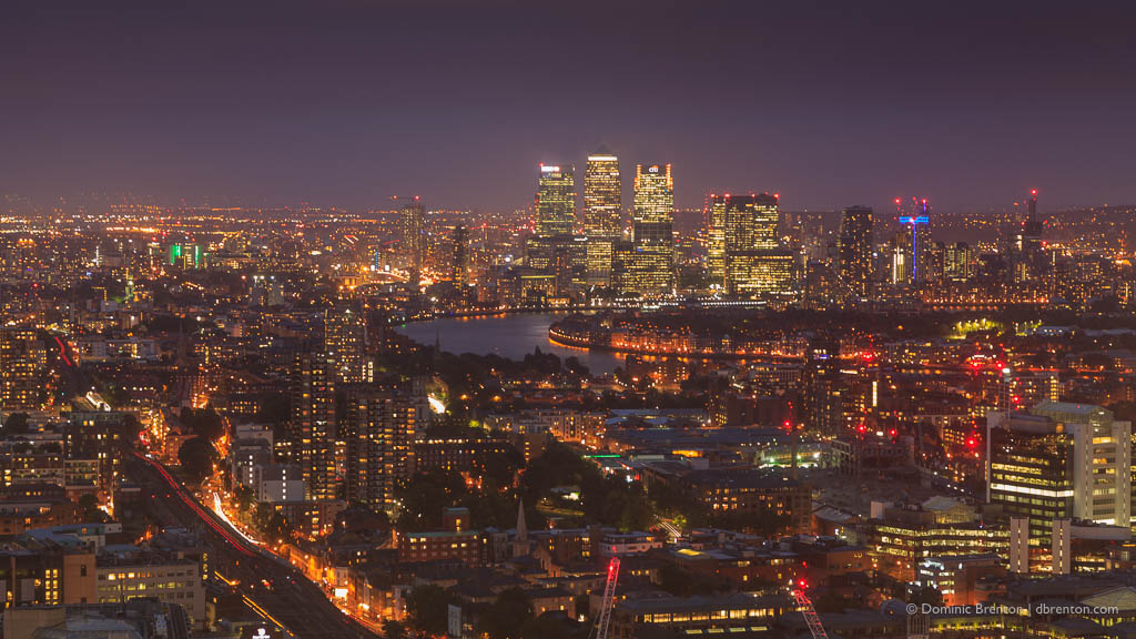 Night falls over Canary Wharf